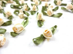 M363 Satin Rose with Leaves creme