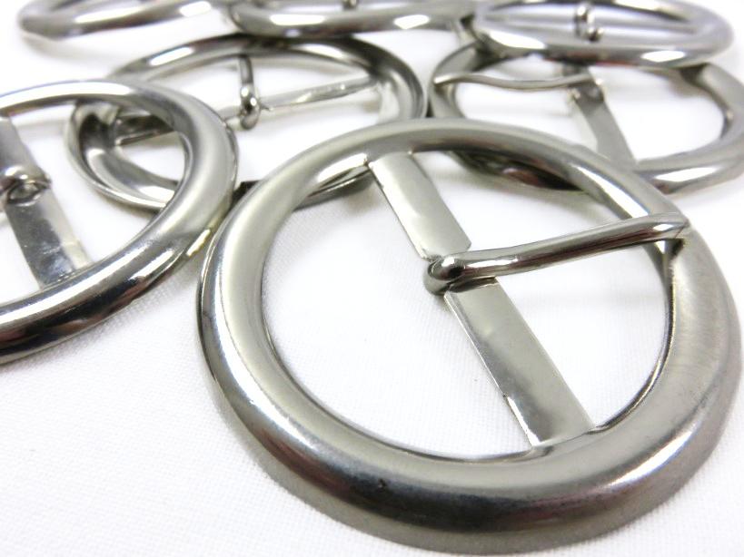 S129 Spänne rund 40 mm silver