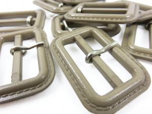 Plastic bar buckle 30 mm beige