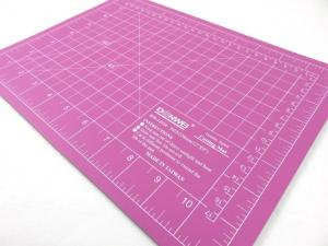 Cutting Mat 30 x 22 cm pink/purple