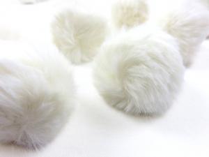S463 Pom Pom 4 cm vanilj