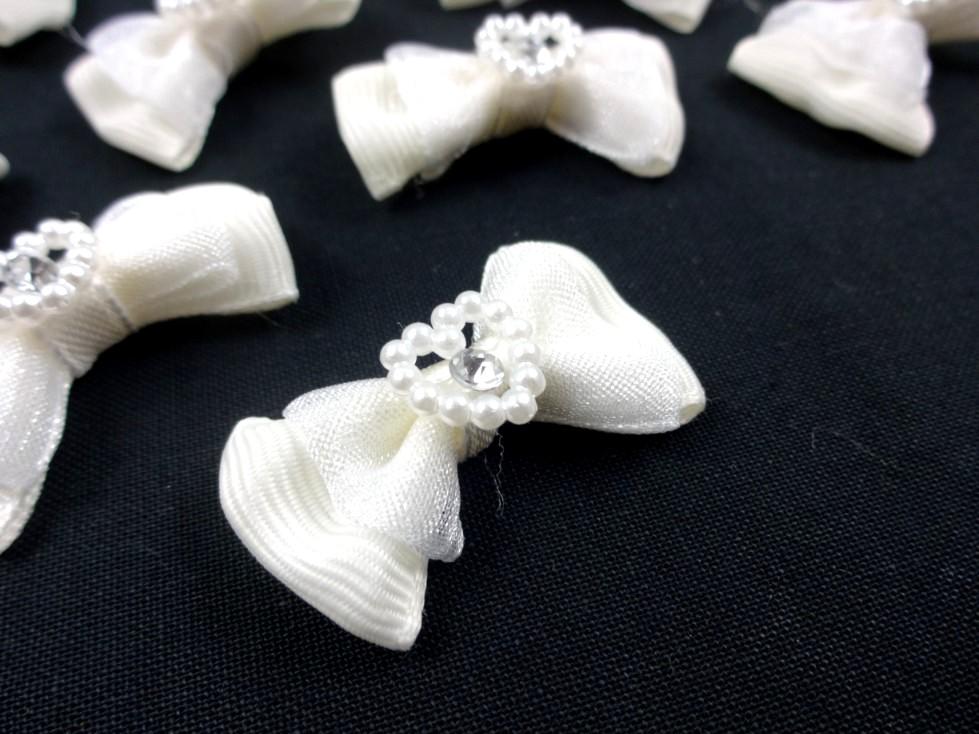 S560 Rosett med pärlhjärta vintervit