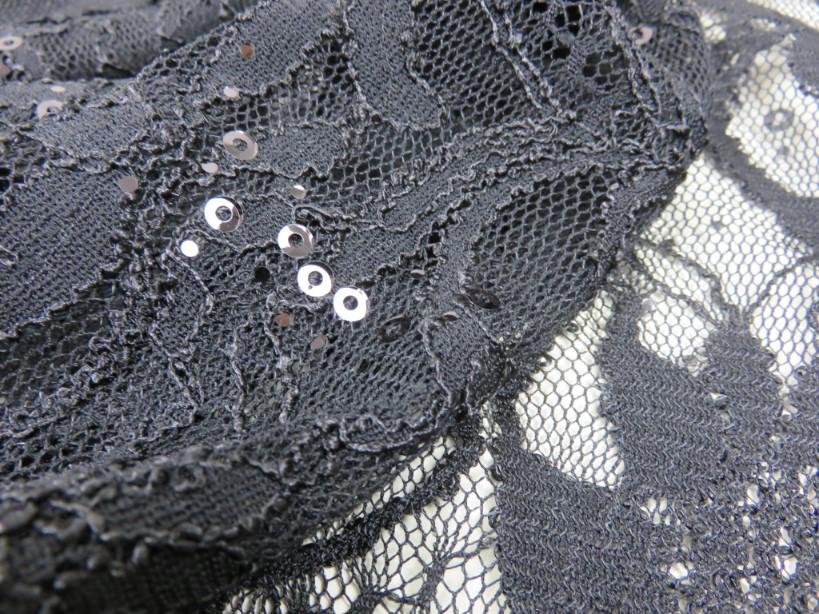 Paljettspets blomma svart