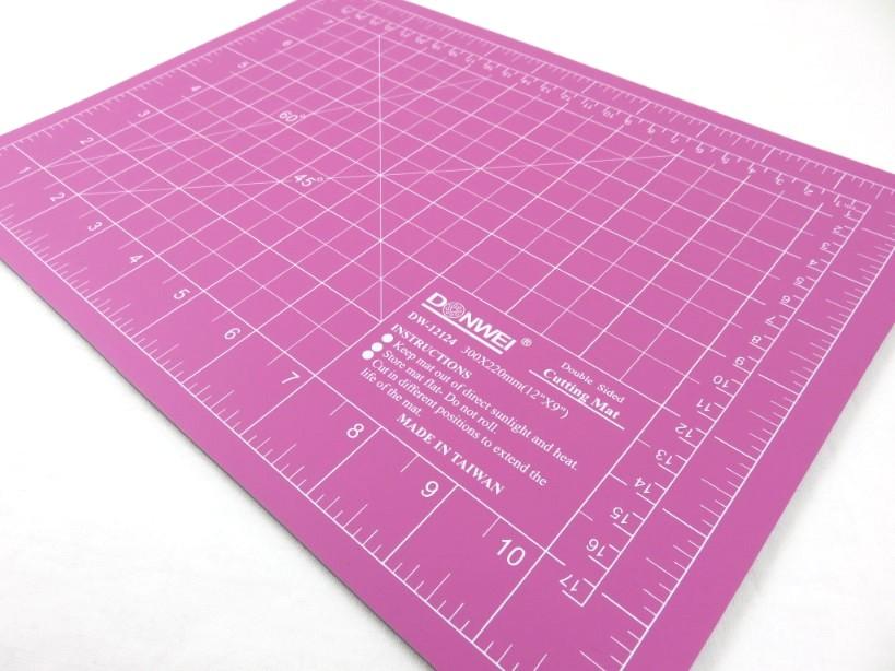 S419 Cutting Mat 30 x 22 cm pink/purple