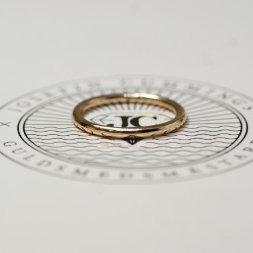 Thin Ring Shiny 18 K