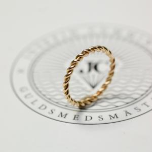 Twist Ring 18 K