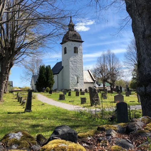 På Färingsö ligger Hilleshögs vackra kyrka