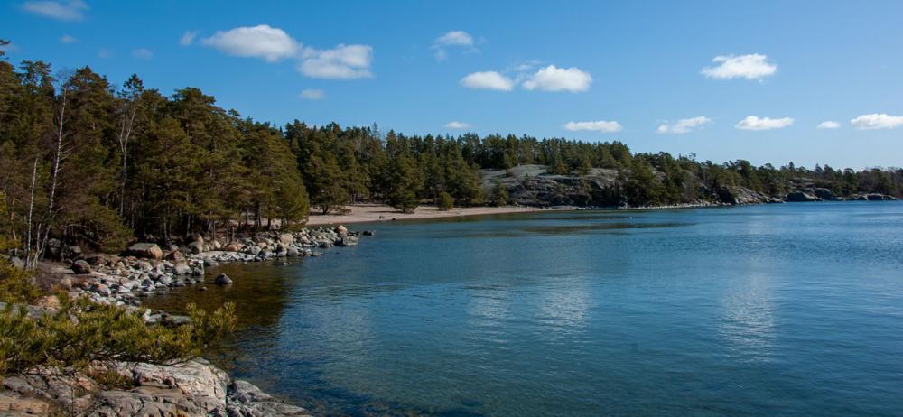 Längst ut på Ingarö ligger naturreservatet Björnö med Stockholms kanske finaste strand