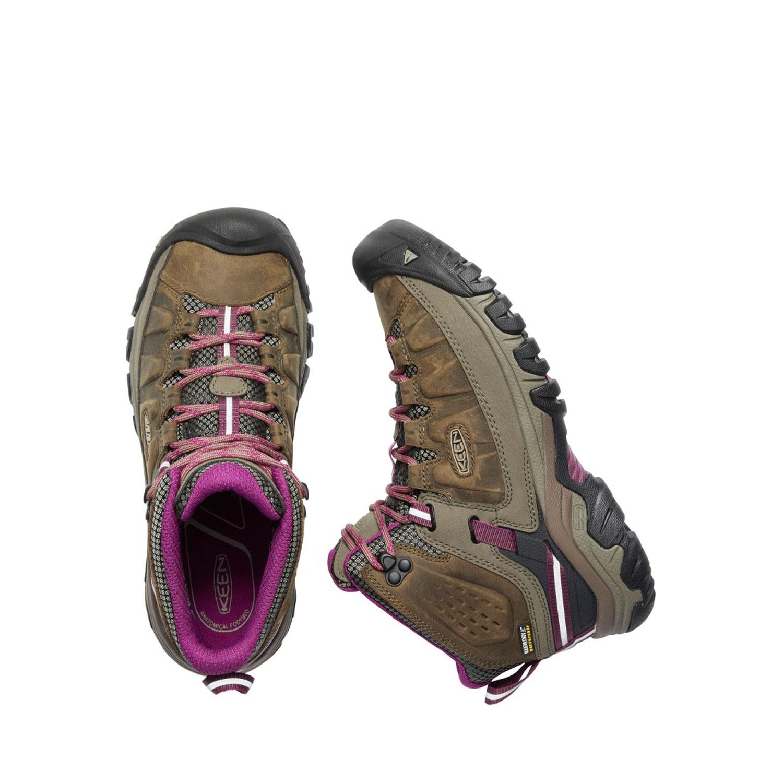 Ett par bruna och rosalila låga vandringskängor i kombinationsmaterial. Keen W Targhee Mid