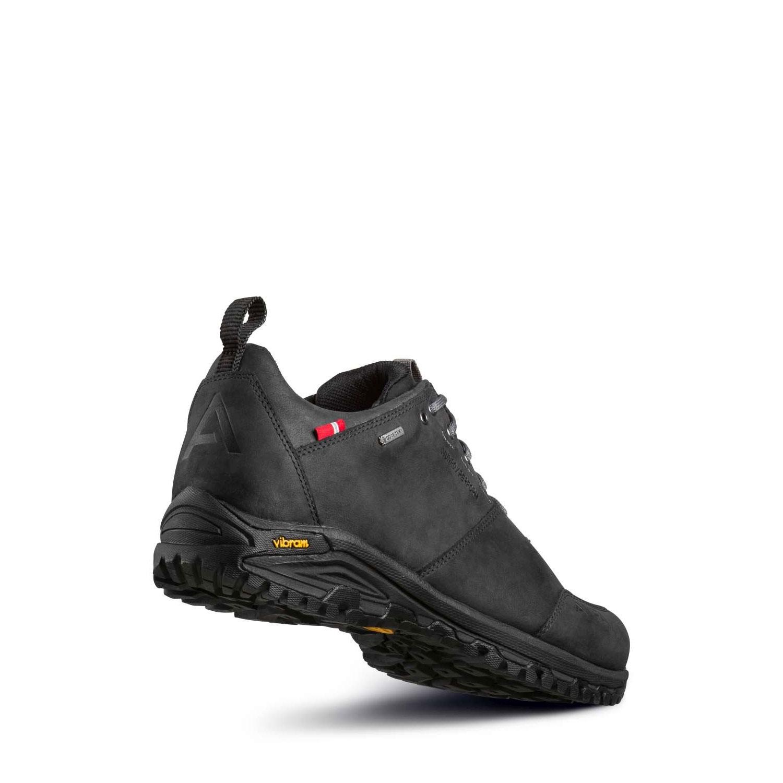Vy snett bakifrån av promenadskon Alfa Munro Gtx. Svart läder, vattentät.