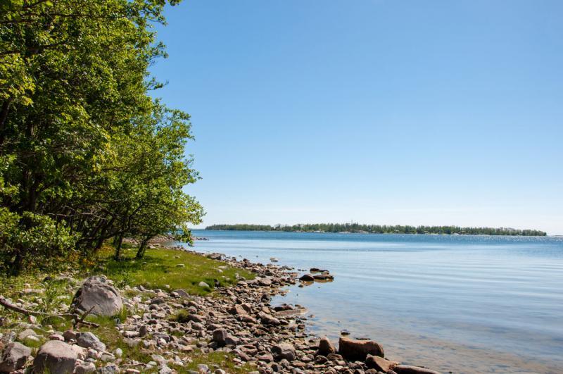 5 km obebyggd strandlinje längs med Riddersholms naturreservat