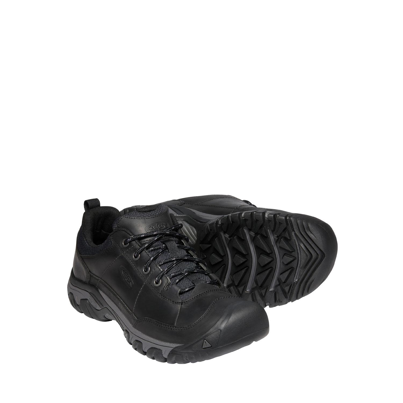 Ett par av den svarta, breda promenadskon Keen M Targhee III Oxford för herrar. Läder och nylon.