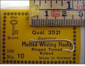 Mustad 3521 No.10 Kirby Whiting