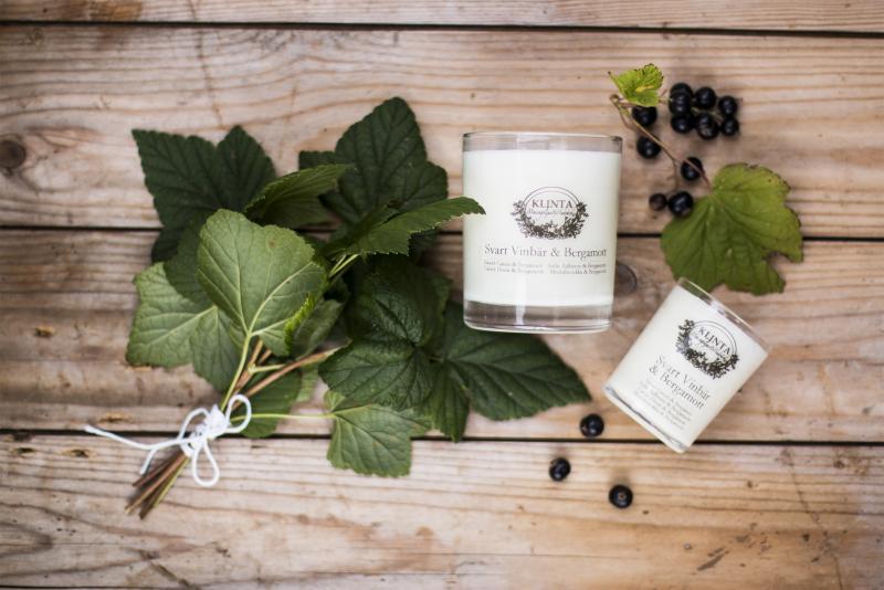 Massageljus med doft av svart vinbär och bergamott