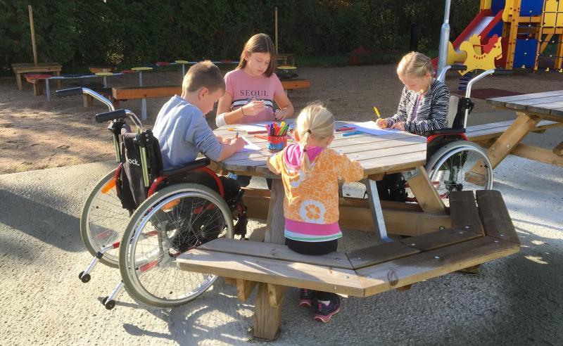 Tillgängliga Oktagonbordet 2+8 Barn