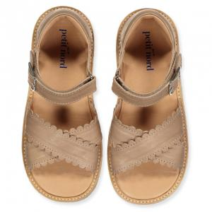 CROSS-OVER SCALLOP SANDAL - SAND