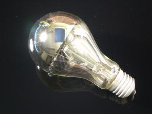 En klassisk glödlampa E27 som är toppförspeglad i silver, 100W