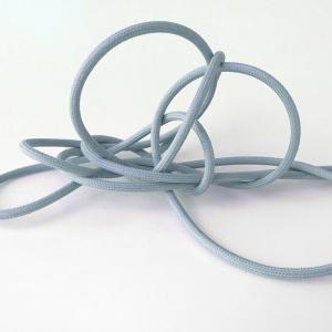 Himmelsk blå textilkabel. Kabeln är ojordad och finns i flera olika längder.