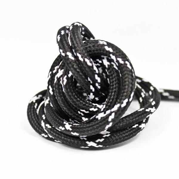 Hjulspår mönstrad textilkabel svart och vit. Kabeln är ojordad och finns i flera olika längder.