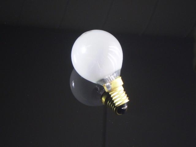 En klassisk glödlampa E14 i matt glas, 15W