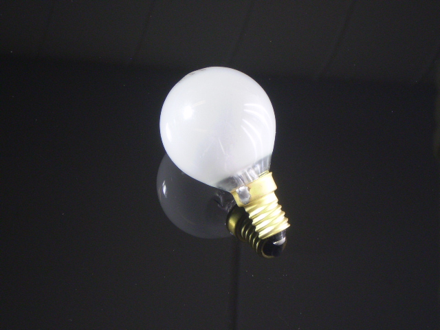 En klassisk glödlampa E14 i matt glas, 40W