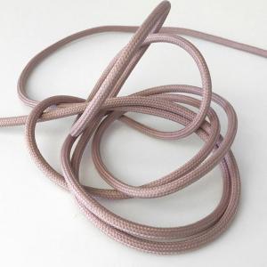 Lerfärgad textilkabel. Kabeln är ojordad och finns i flera olika längder.