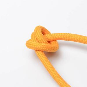 ljus orange textilkabel. Kabeln är ojordad och finns i flera olika längder.
