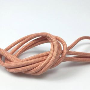 Matt rosa textilkabel. Kabeln är ojordad och finns i flera olika längder.