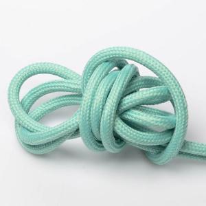 Matt turkos textilkabel. Kabeln är ojordad och finns i flera olika längder.