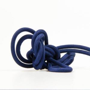 Mörkblå textilkabel. Kabeln är ojordad och finns i flera olika längder.
