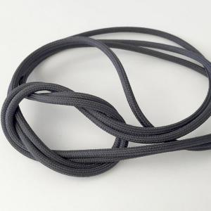 Mörkgrå textilkabel. Kabeln är ojordad och finns i flera olika längder.