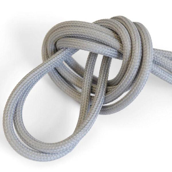 Naturligt grå textilkabel. Kabeln är ojordad och finns i flera olika längder.