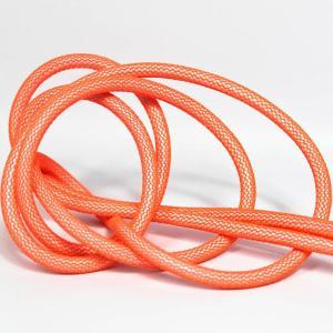 Neon orange (nät) textilkabel. Kabeln är ojordad och finns i flera olika längder.