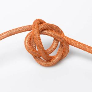 Orange (nät) textilkabel. Kabeln är ojordad och finns i flera olika längder.
