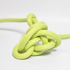 Sellerigrön textilkabel. Kabeln är ojordad och finns i flera olika längder.