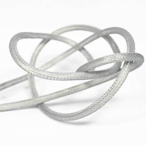 Silver (nät) textilkabel. Kabeln är ojordad och finns i flera olika längder.