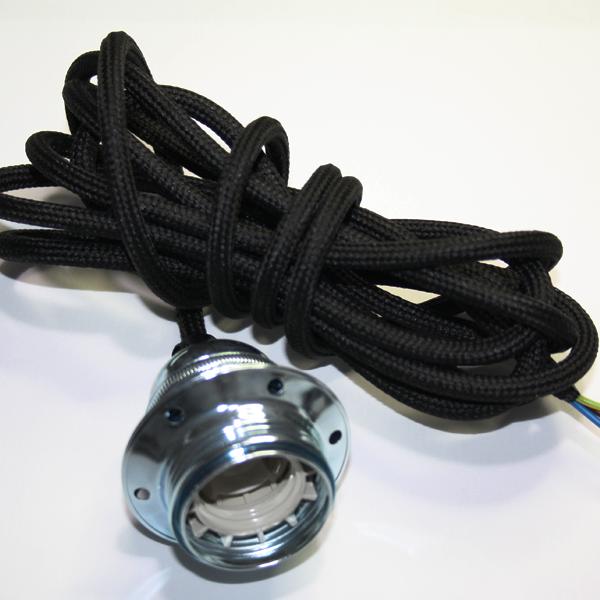 Textilupphäng i svart textilkabel med en krom lamphållare. Kommer i längden 3 meter och är jordad.