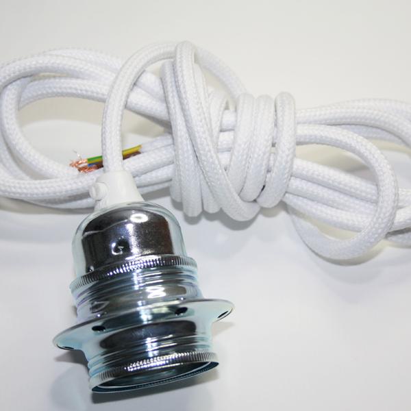 Textilupphäng i vit textilkabel med en krom lamphållare. Kommer i längden 3 meter och är jordad.