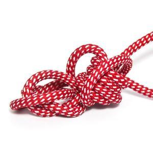 Wellington röd textilkabel. Kabeln är ojordad och finns i flera olika längder.