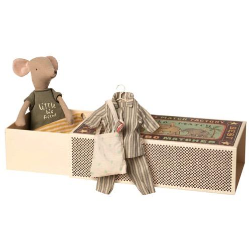 Maileg Medium Mouse in Box Boy incl. Sleep Over Set