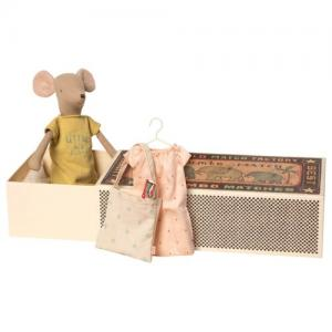 Maileg Medium Mouse in Box Girl incl. Sleep Over Set