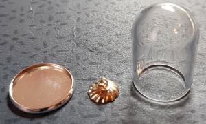 Bricka med glaskupa - silver