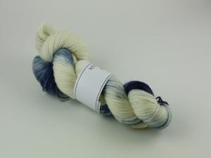 Blått porslin - handfärgat sockgarn 100g