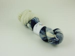 Blått porslin  - glittrigt sockgarn 100g