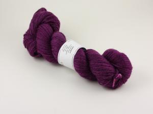 Aubergine - handfärgat 2-trådigt ullgarn 100g