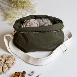 Khaki - Plystre crossbody pouch