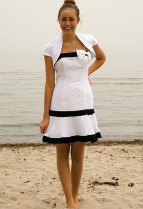 Kritvit kort klänning till bal, bröllop, fest eller student.