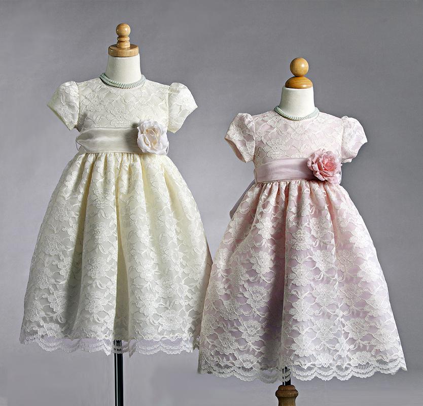 Vacker spetsklänning för barn. Vi kan brudnäbbsklänningar!