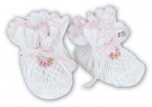 Smockade babytossor - vit med rosa