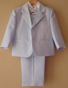 Ljusblå kostym till små pojkar
